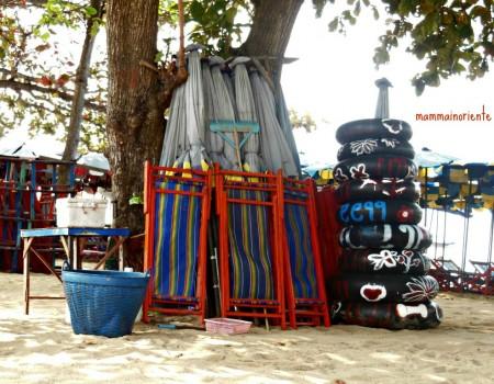 In bicicletta sul lungomare di Jomtien Beach