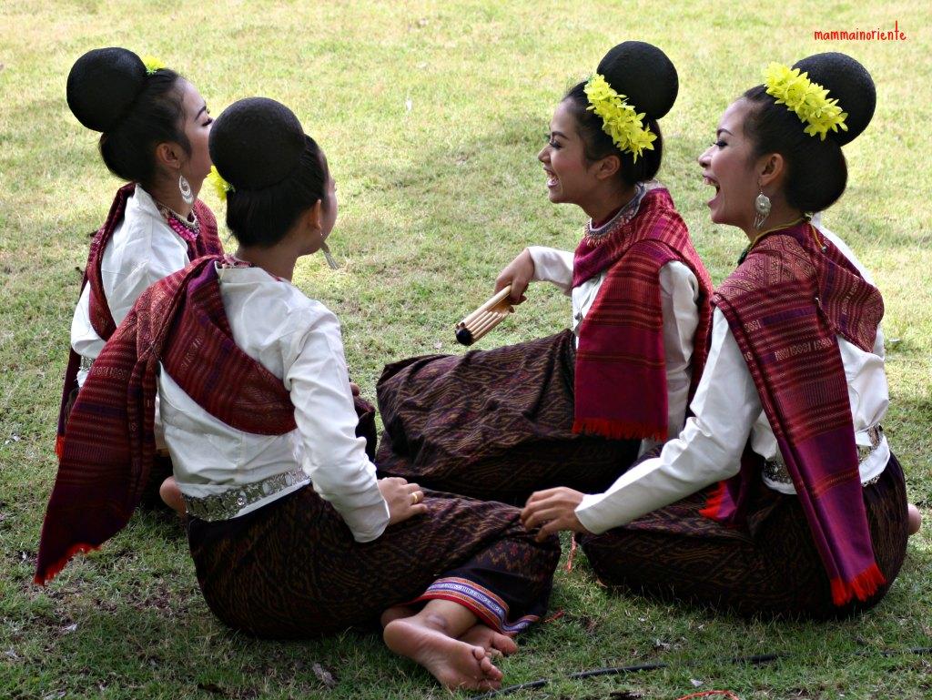 Il nostro songkran a scuola mamma in oriente - Tappeto thailandese ...