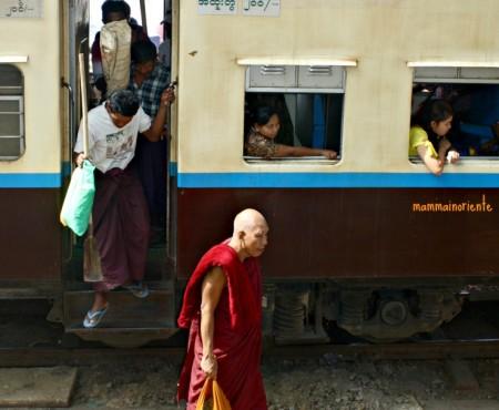 Nel vivo della Birmania salendo sul Circular Train di Yangon