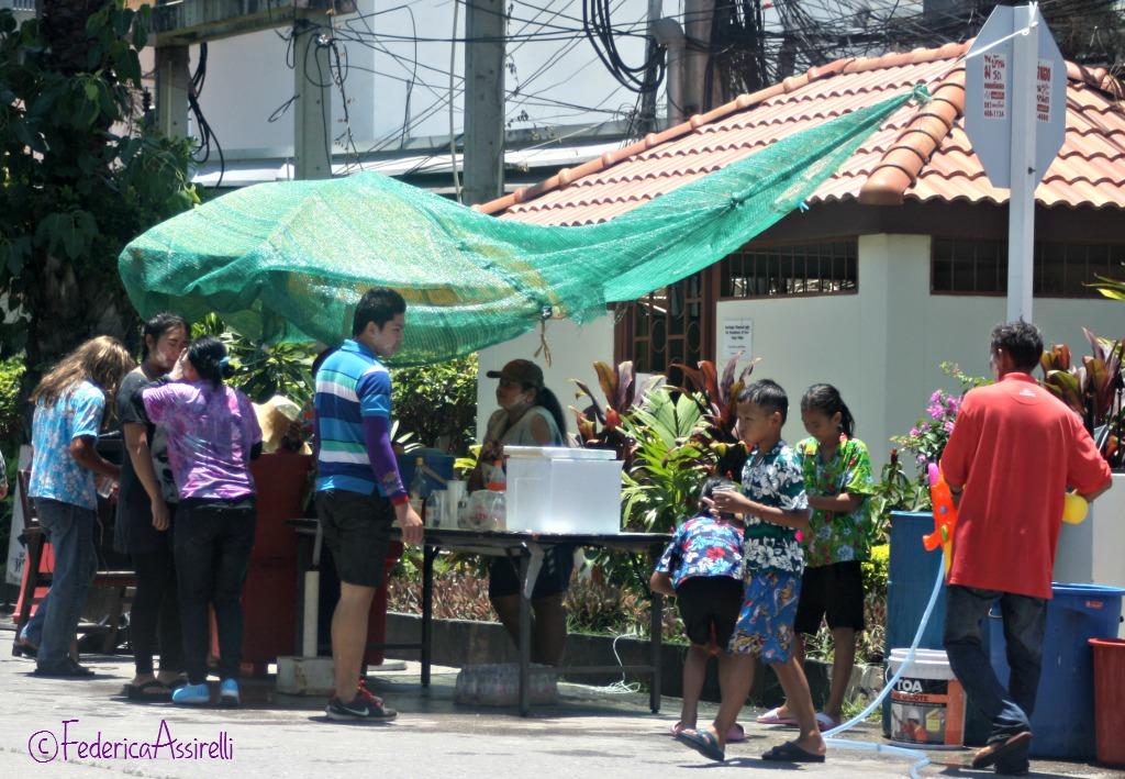 Banchetto per bere al Songkran