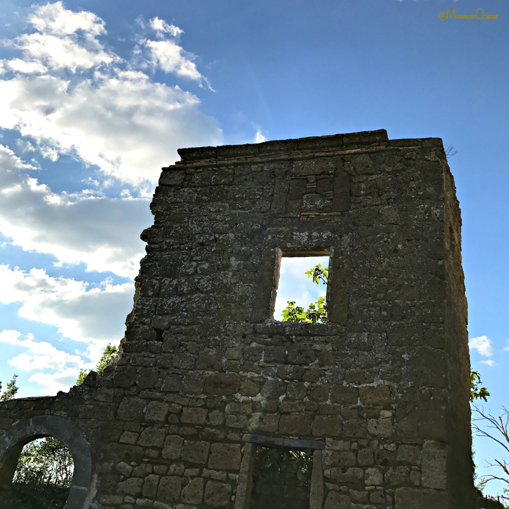 Vecchie mura a Civita