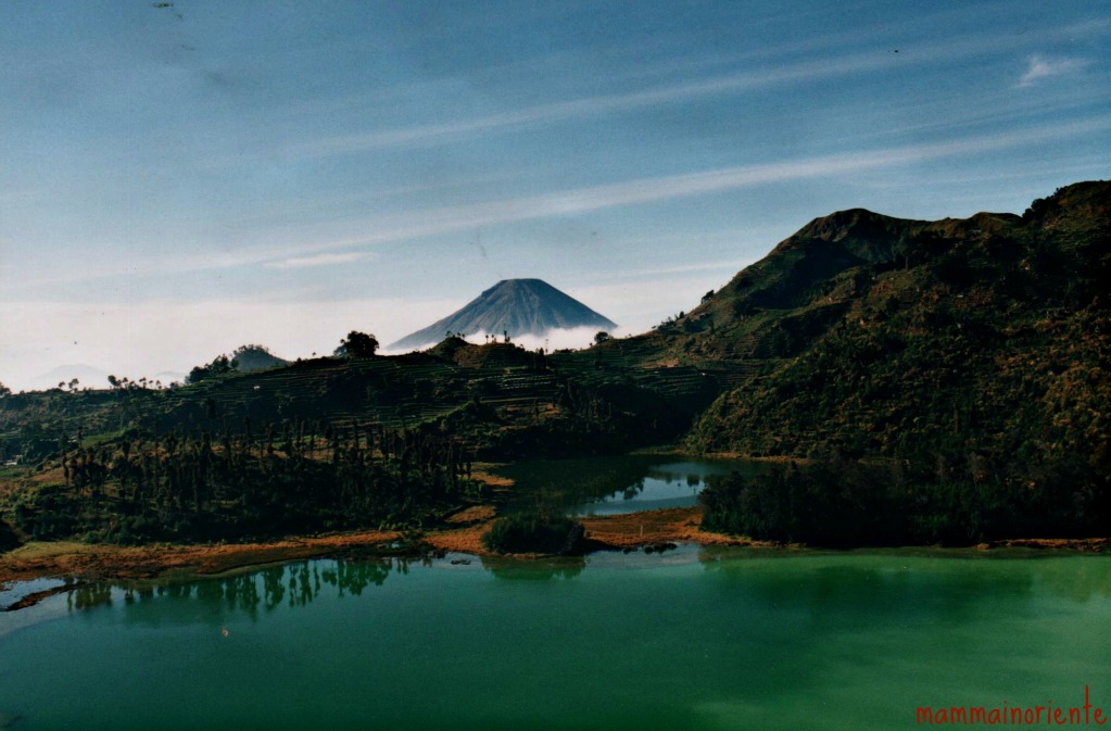 Lago vicino a dieng mamma in oriente for Lago vicino milano