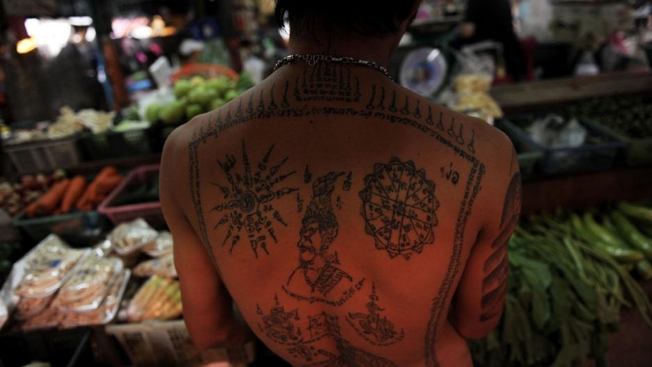 I magici tatuaggi thailandesi Sak Yant