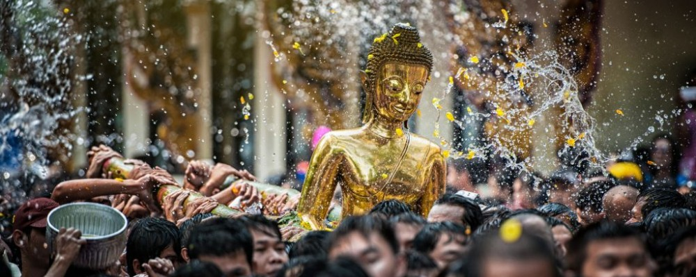 Processione del Buddha per il Songkran Photo credit Thanagon-Karaket