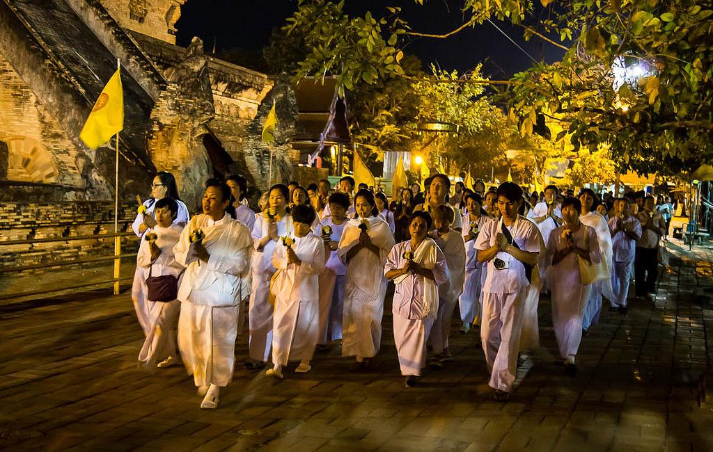 processione del wien tien durante l'Asanha Bucha day