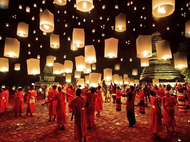 il lancio delle lanterne a Chiang Mai