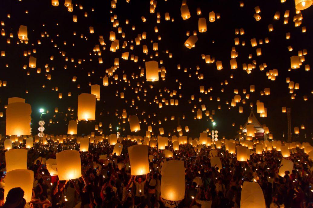 Lancio delle lanterne nella festa delle lanterne in Cina
